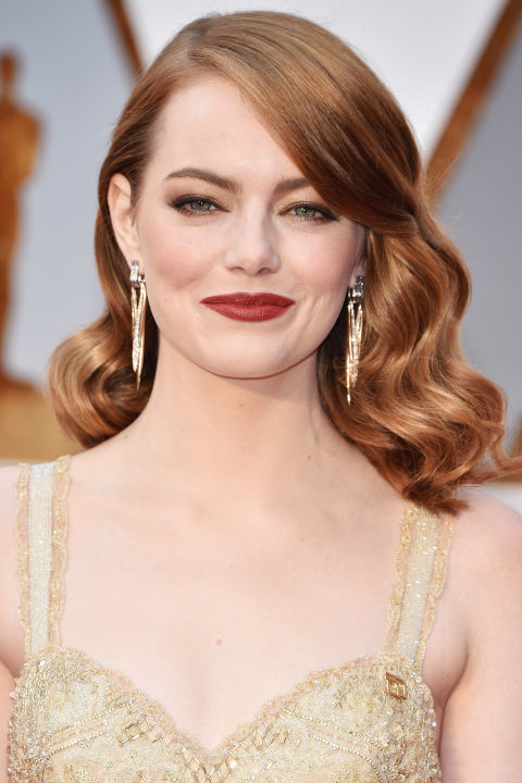 Pairing head-to-toegold with a spiced red lipstick is a winning combination. The addition of glossy Hollywood waves brings the whole look back to Stone's nominated film,La La Land.