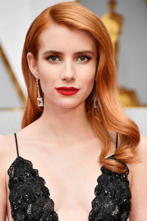 Roberts serving up classic bombshell,Jessica Rabbit vibes on the Oscars red carpet.