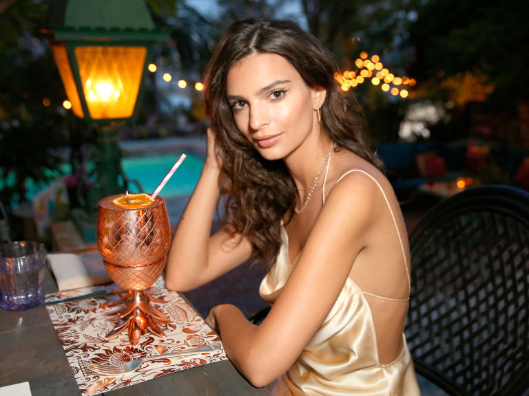 Emily Ratajkowski - 2018 Regular Brown hair & Bun hair style. Current length:  long hair (bra strap length)