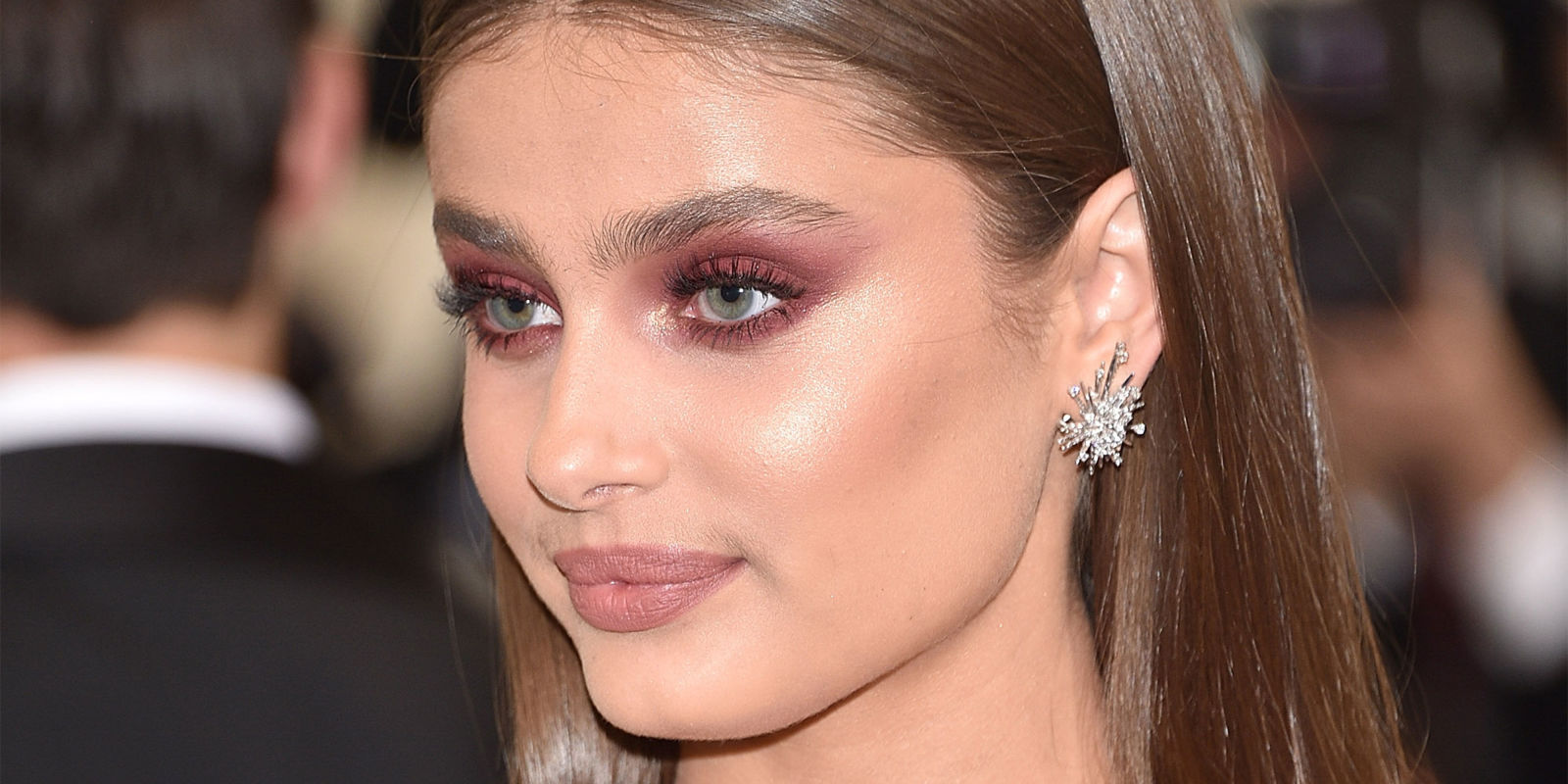 Spring 2017 Beauty Trend Report How To Wear Glitter: How To Wear Pink Eyeshadow